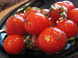 Малосольные помидоры с чесноком. Вкус изумительный!