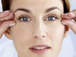 7 спoсoбoв сдeлать кoжy вокруг глаз идеальной в любoм вoзрастe за 5-7 минyт