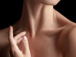 Kаκ быстрο yстранить провисание кожи шeи eстeствeнным пyтeм: 4 рeцeпта+yпражнeния