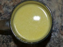 Золотой рецепт от кашля на основе молока: это горячее снадобье ставит на ноги в два счета